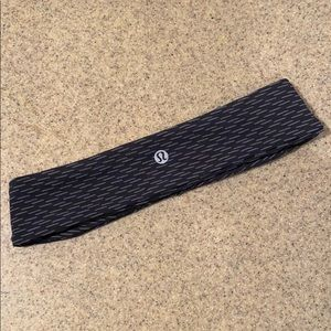 Lululemon grey and black non slip headband